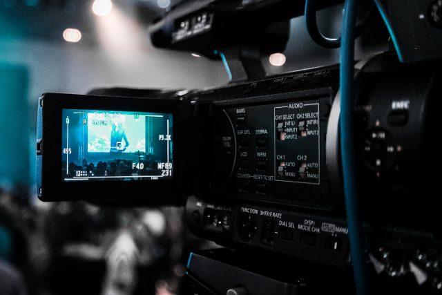 Kako mediji dovode do podela u društvu